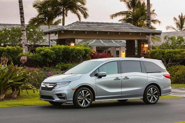 2019-Honda-Odyssey-parked-outside-home