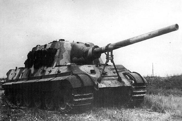 old-war-tank