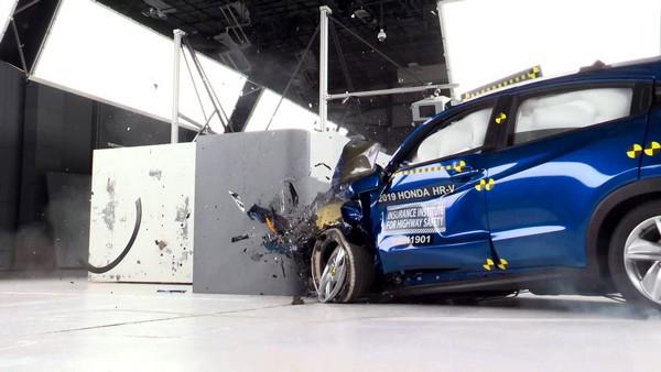 crashed-Honda-HRV-in-New-York