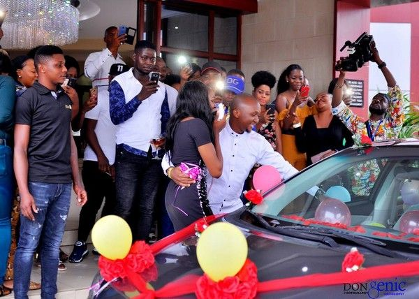 man-proposes-to-his-girlfriend-with-car-in-onitsha