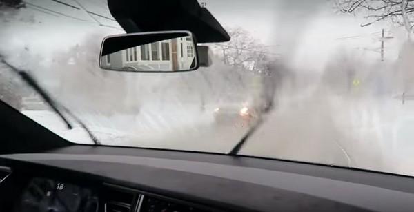 car-windshield-wiper-in-the-rain
