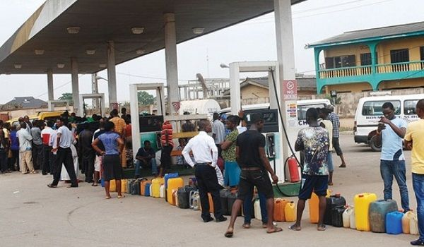 Long-queues-at-filling-station-due-to-fuel-scarcity-in-Nigeria