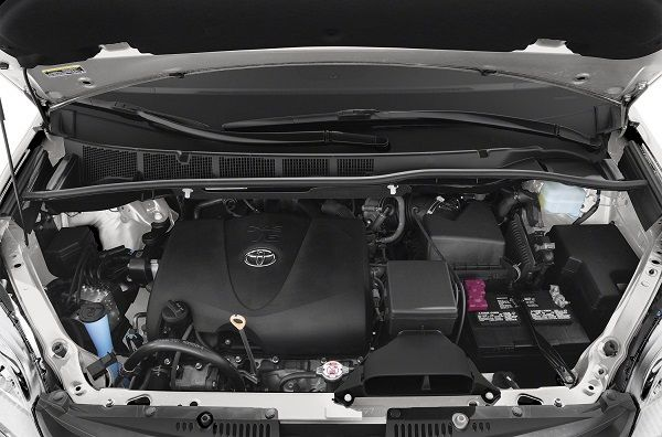 2019-Toyota-Sienna-engine