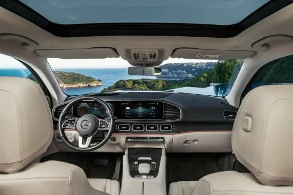 2020-mercedes-benz-gls-suv-interior-dashboard