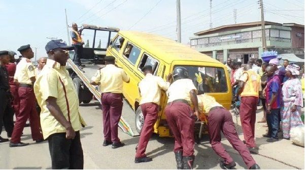 LASTMA-officials-impound-a-vehicle