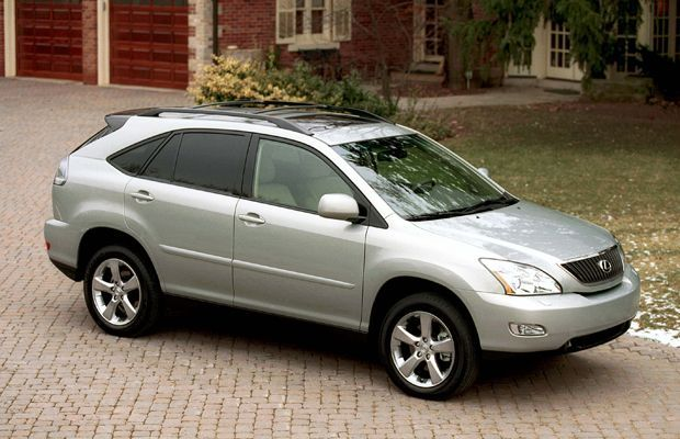 a-Lexus-RX-parked-close-to-a-porch