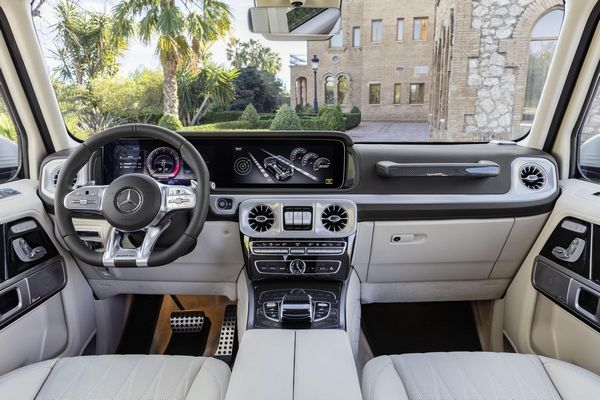 Dashboard-View-of-the-Mercedes-Benz-AMG-G63
