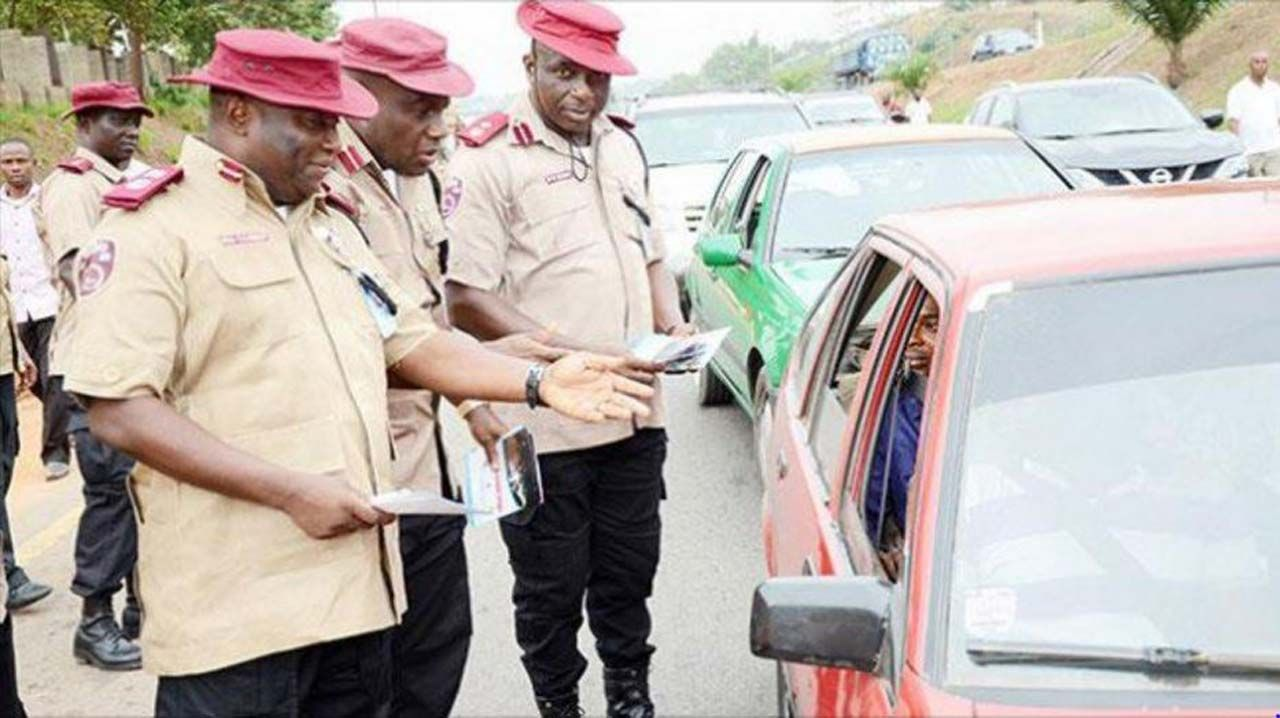 FRSC-officers-stop-violated-car