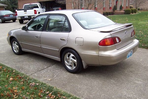 image-of-toyota-corolla-2000-rear-view