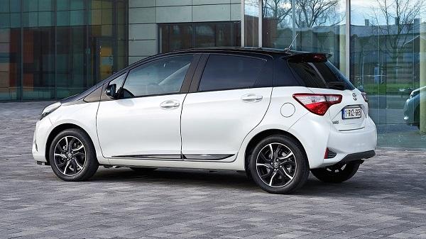 2017-Toyota-Yaris-hatchback