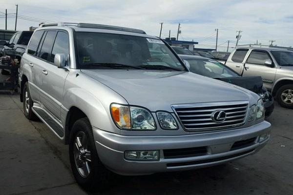 a-grey-lexus-jeep-in-a-parking-lot