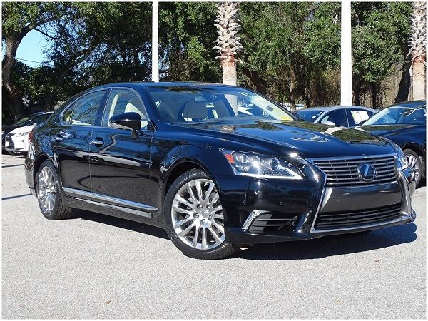 a-blue-Lexus-LS460-in-a-parking-lot