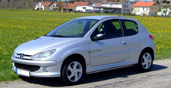 Angular-front-of-a-Peugeot-206