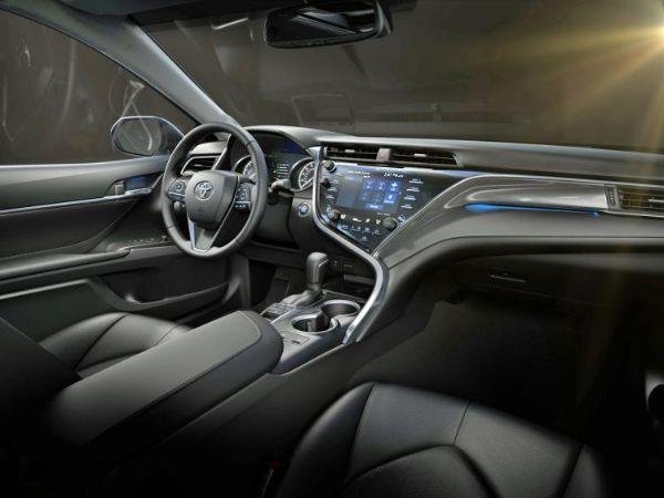 2018-toyota-camry-xse-v6-black-leather-interior