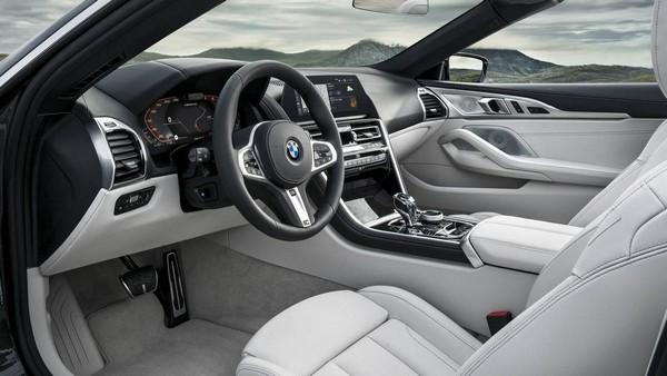 BMW-M850i-steering-wheel