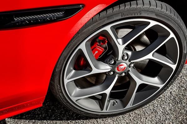 image-of-jaguar-xe-2020-tyre