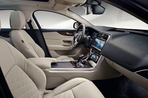 image-of-jaguar-xe-20202-interior