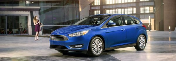 Lady-standing-close-to-a-ford-focus-EV