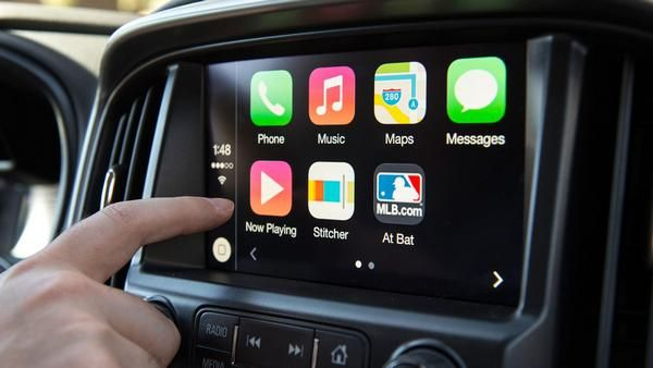 Touch-screen-apple-car-play-system