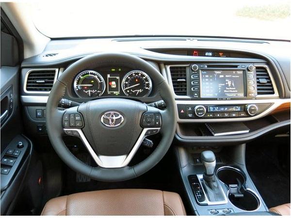 Interior-of-Toyota-Highlander-Hybrid