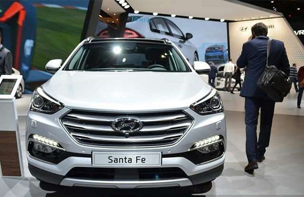 Hyundai-Santa-Fe-and-man