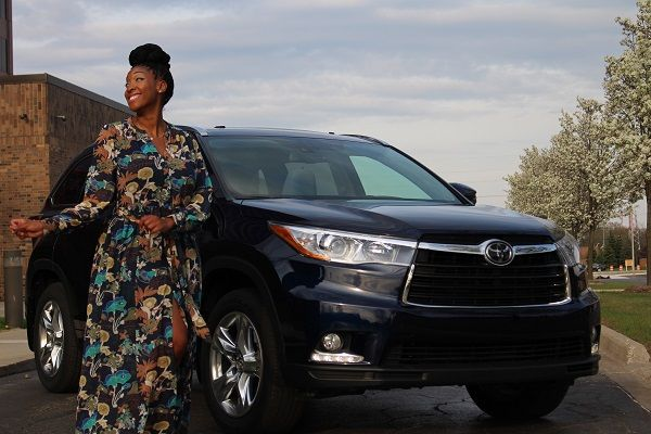 Toyota-Highlander-and-woman