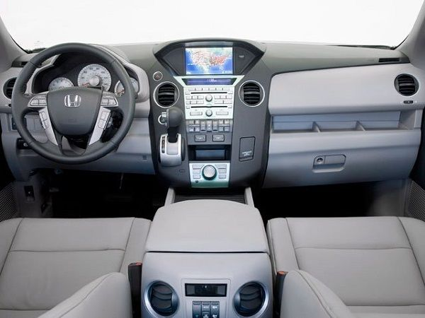 Cockpit-of-the-2010-Honda-Pilot