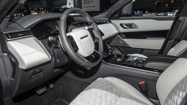 Cockpit-of-2020-Range-Rover