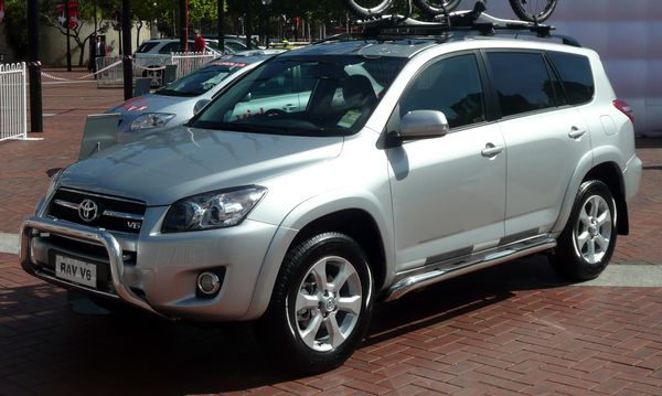 Three-quarter-front-view-RAV4-2008