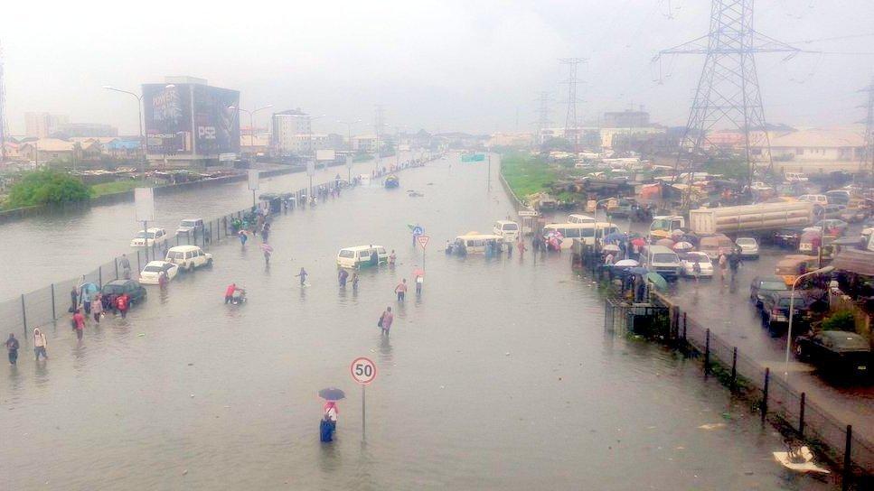 flooded-road-at-lekki-lagos