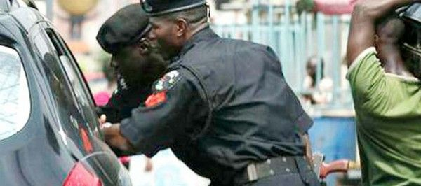 Nigerian-police-at-checkpoint