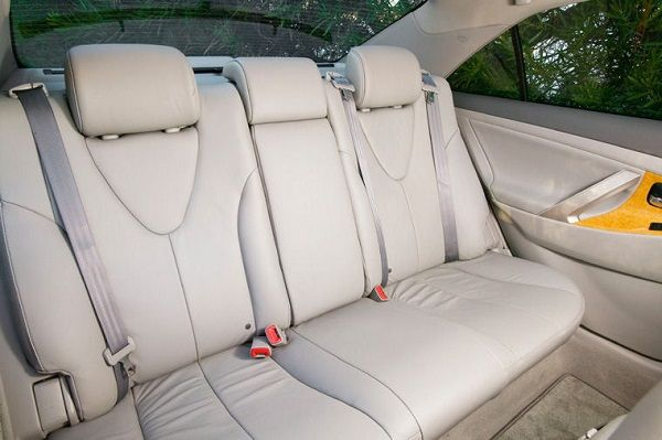 image-of-2008-toyota-camry-picture-rear-seat
