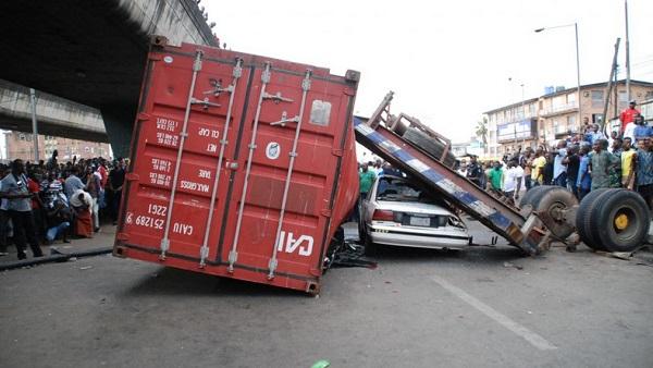 Fallen-container-accident-Ojuelegba-bridge-Lagos
