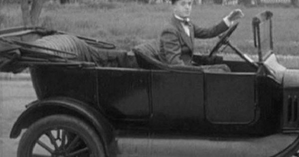 First-automobiles-to-feature-steering-wheel