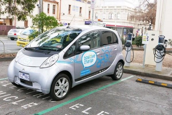 electric-car-on-Japanese-street