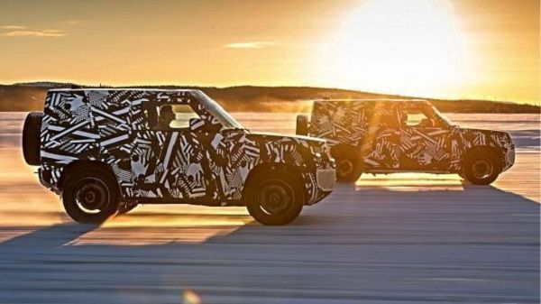 two-land-rover-defender-SUVs-under-the-sun