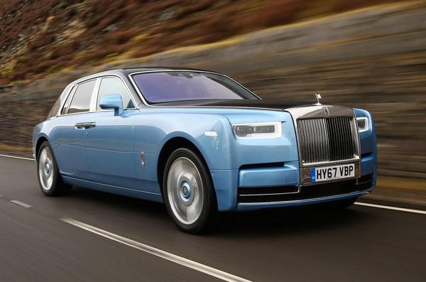 Rolls-Royce-Phantom-on-road