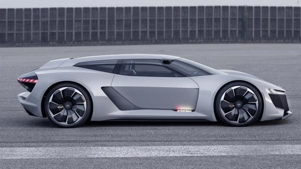 The-new-Audi-e-tron-PB18-with-the-traditional-sport-car-side-view