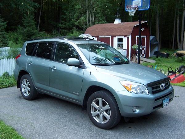 2007-Toyota-RAV4-angular-front