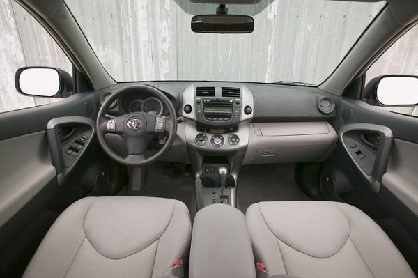 cockpit-of-2007-Toyota-RAV4