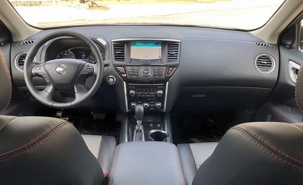 2019-Nissan-Pathfinder-dashboard