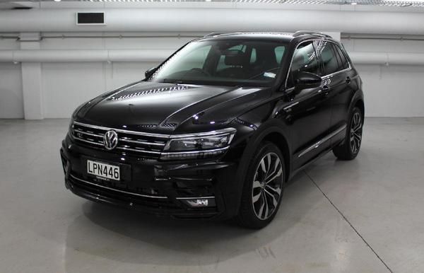 angular-front-of-a-Volkswagen-Tiquan