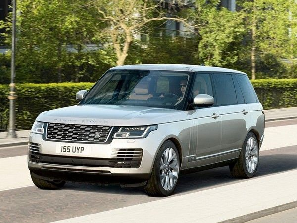 Range-Rover-2021-on-road