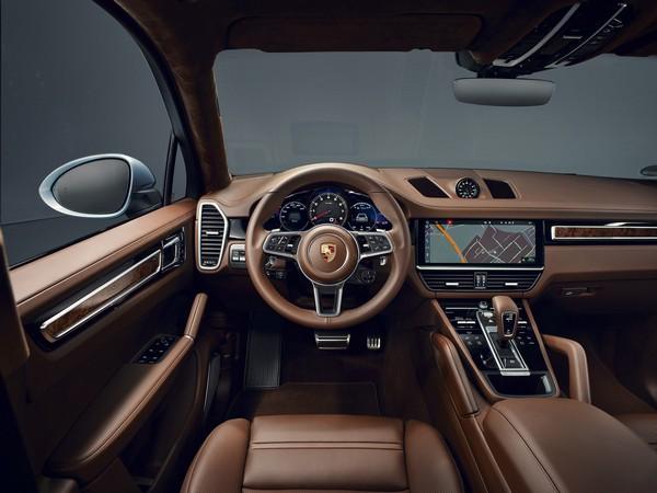 2020-porsche-cayenne-s-coupe-interior