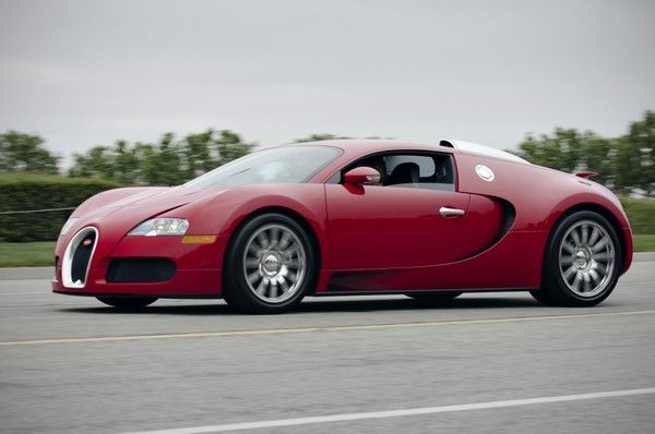 Bugatti-Veyron-on-road