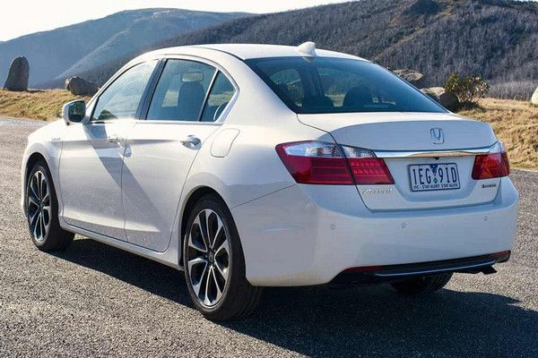 Rear-view-of-the-Honda-Accord-Hybrid