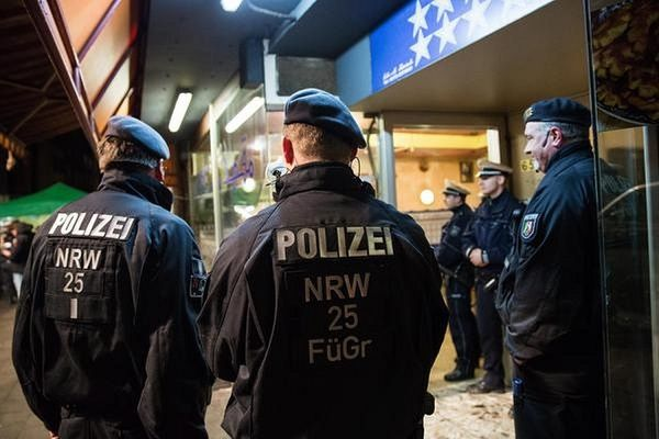 Dusseldorf-Policemen