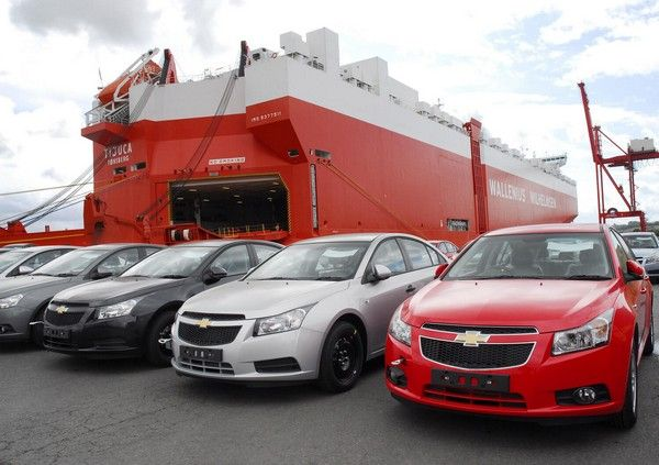 car-imported-at-the-port