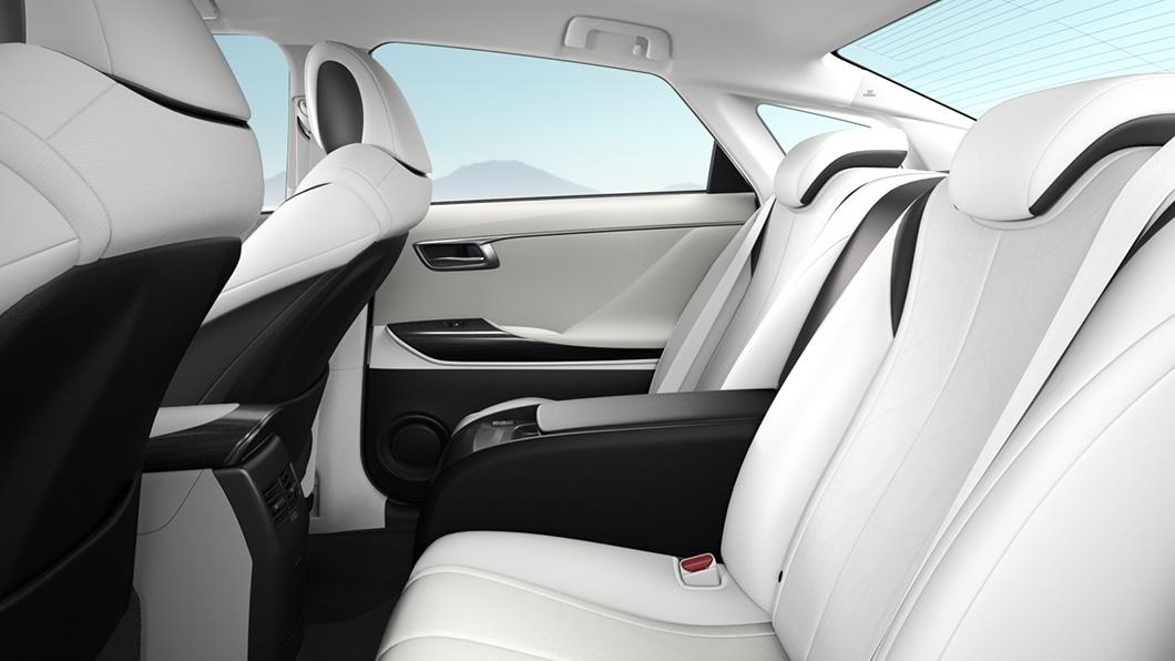 Toyota-Mirai-interior-shown-in-warm-white