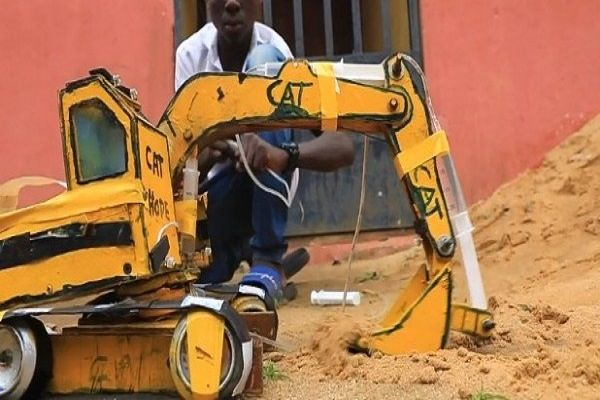 Hope-Emmanuel-builds-mini-excavator-and-dump-truck